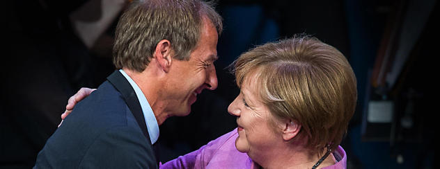 IB German A: Language & Literature: P1 SL (Merkel-Klinsmann)
